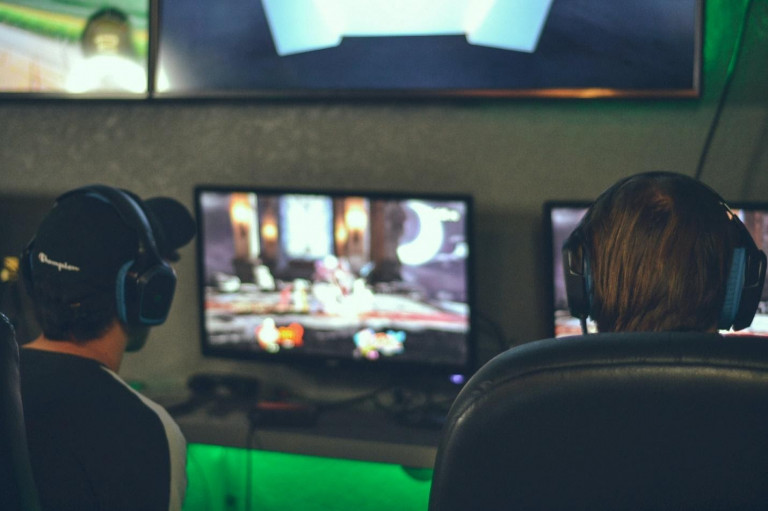 game publishers versus marketing agencies for video game advertising